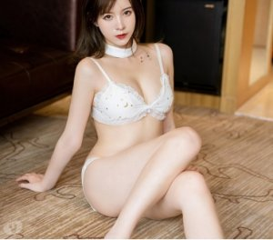 Lomee best escorts service Lake Magdalene